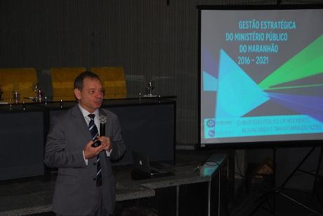 Raul Sturari na apresentação da metodologia do planejamento. Crédito: mpma.mp.br